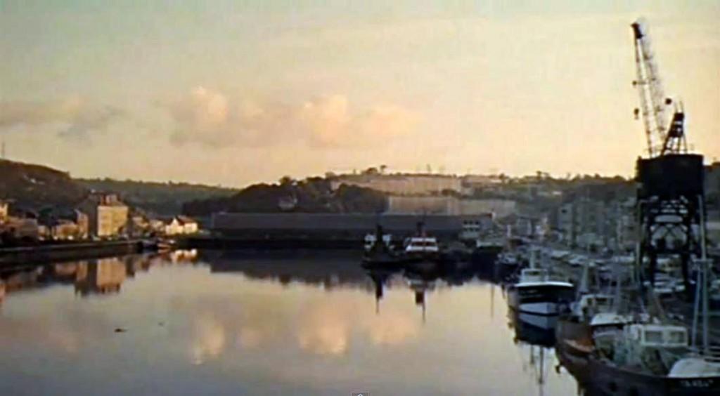 16シェルブールの雨傘(漁港)